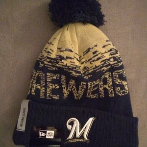 NWT Milwaukee Brewers pom winter hat